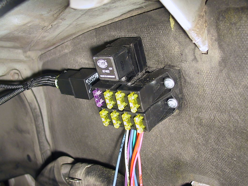 Custom auxiliary fuse relay box automotive wiring